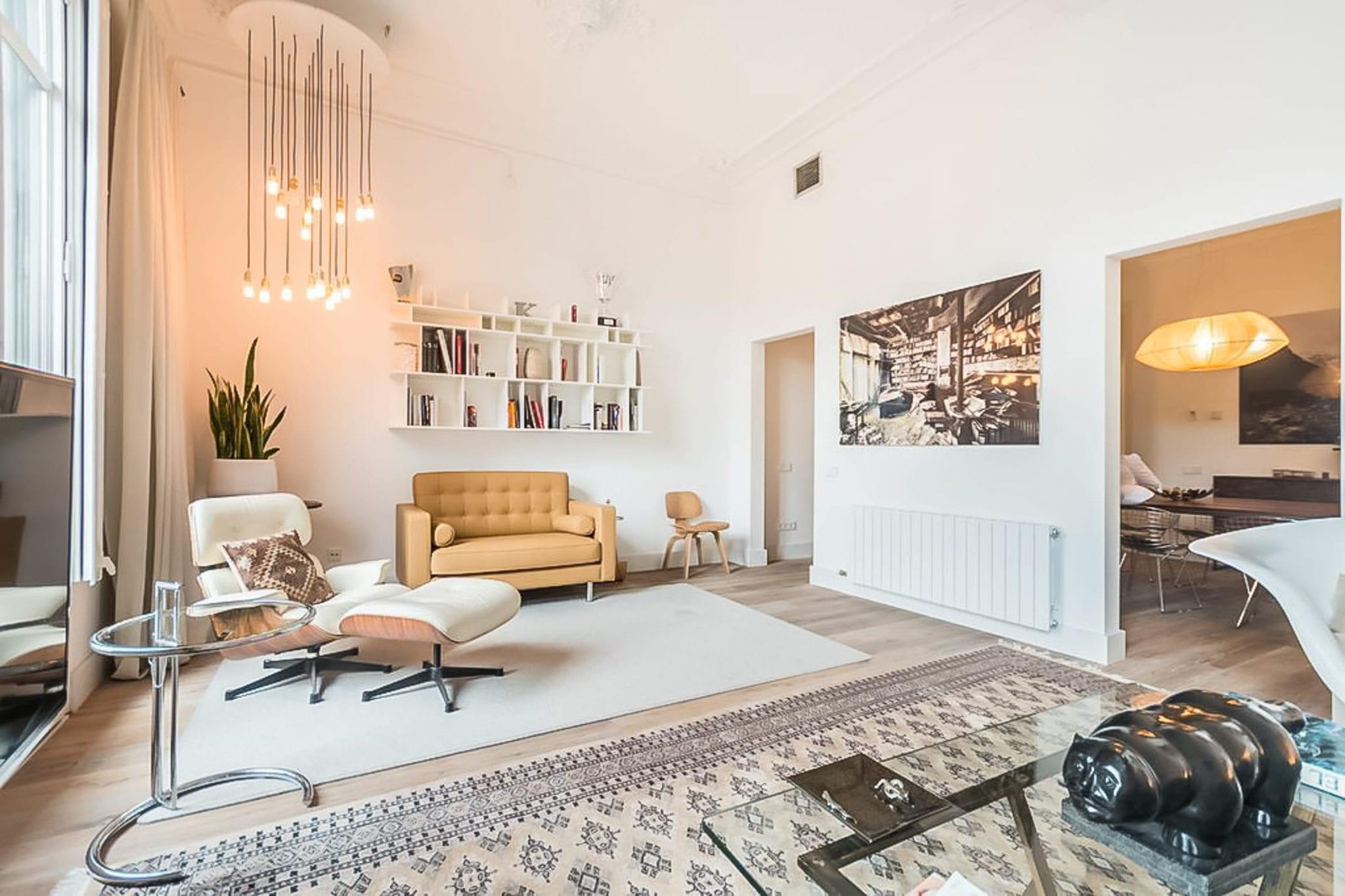 Luxury Private Villa in Barcelona, Sleeps 7 / 3 bedrooms / 2 bathrooms