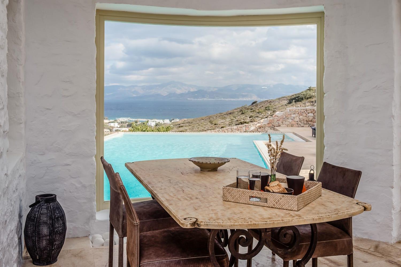 Luxury Villa in Ambelas, Paros: Sleeps 6 / 3 Bedrooms / 4 Bathrooms & Pool